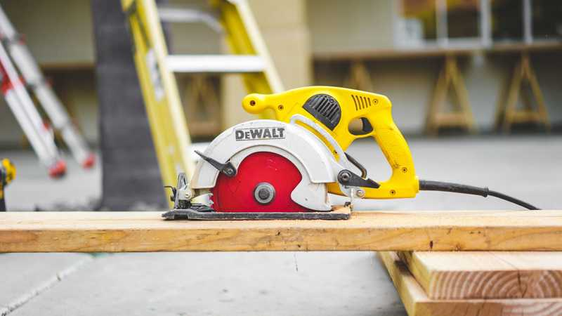 Best Miter Saw Reviews and Buying Guide